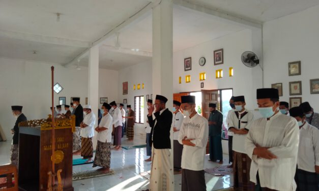 Sholat Idul Adha di Pesantren Life Skill Daarun Najaah dengan Protokol Kesehatan